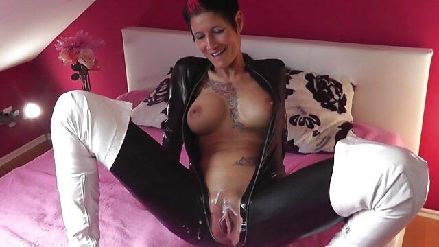 ქალი, chubby, ცხენი სექსი ვიდეო pantyhose, და შემდეგ მისი pussy